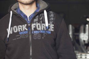 Modische Berufsbekleidung im Werkmarkt